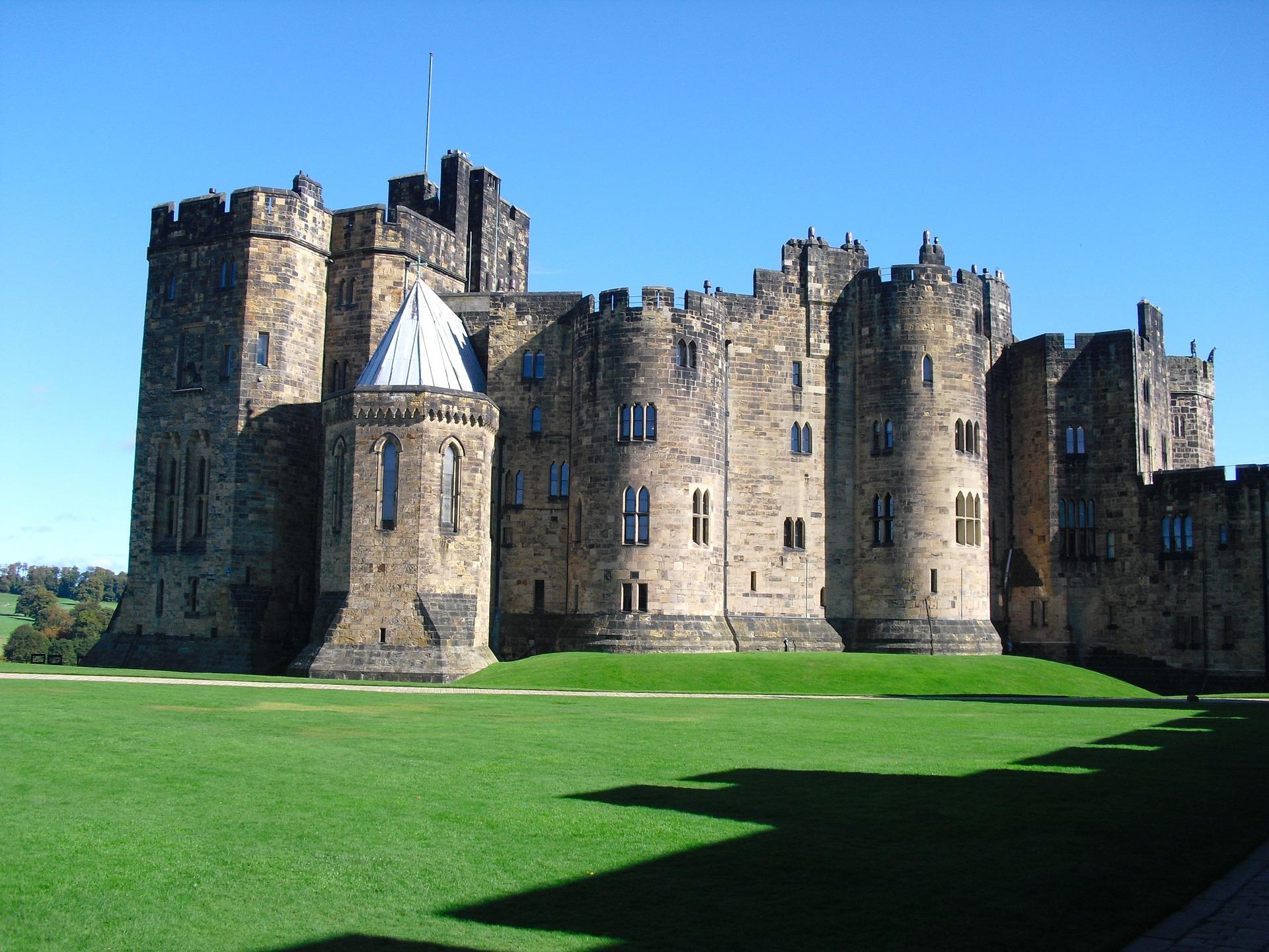 alnwick-castle-92607_1920