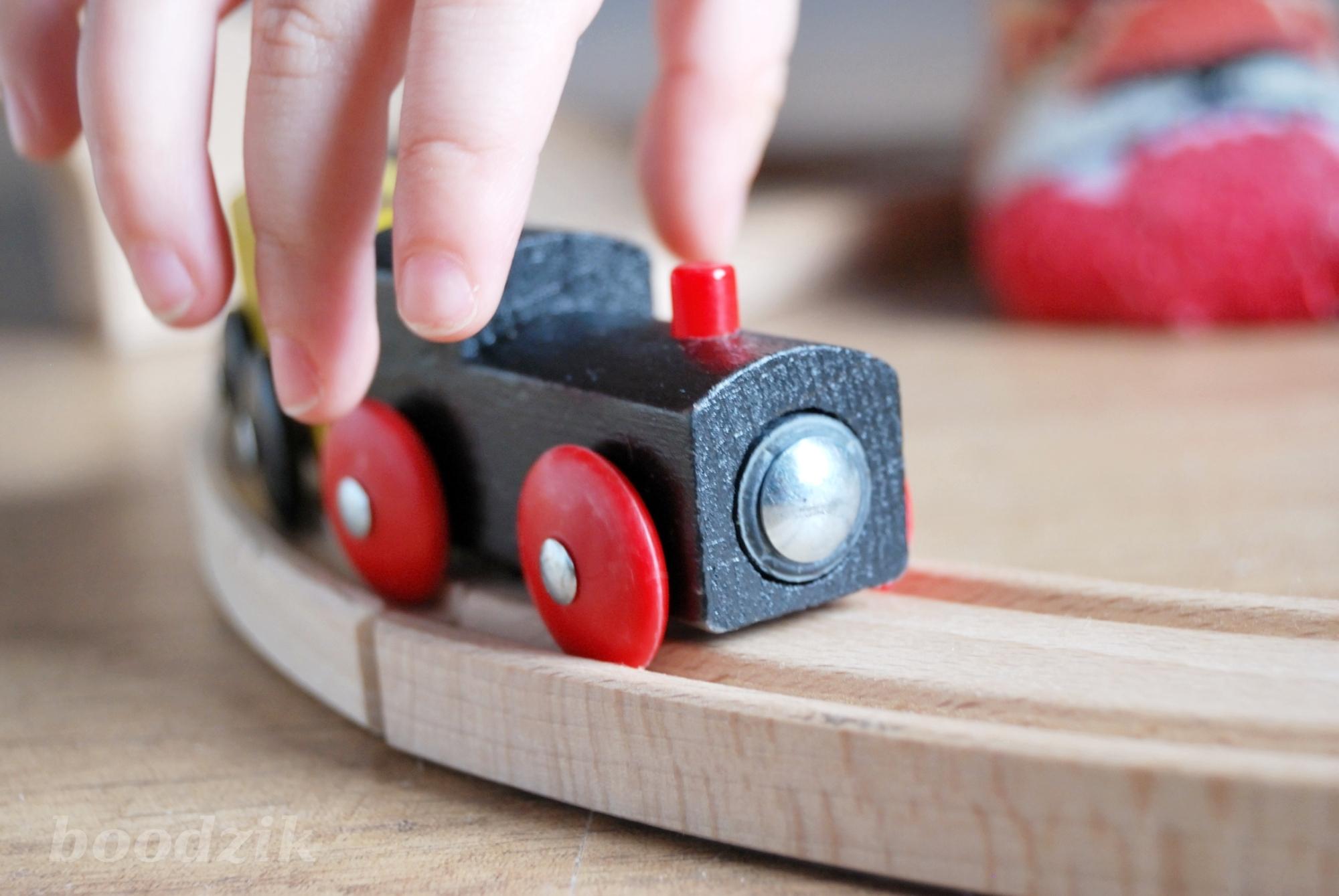 drewniane zabawki dla dwulatka
