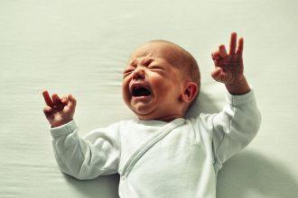 dziecko wymusza płaczem