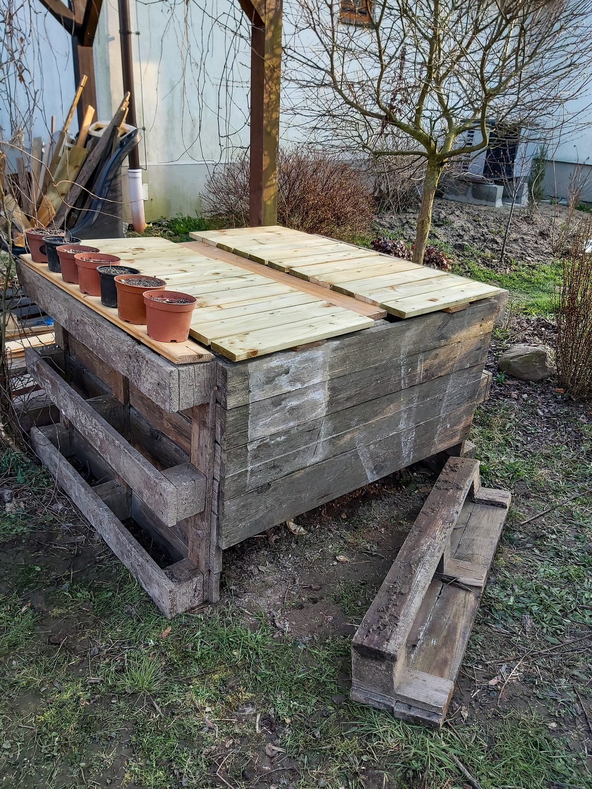 Kompostownik z palet DIY - kompostowanie w ogrodzie od A do Z.